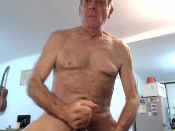 [24-05-20] colonelingus03 public show from Chaturbate