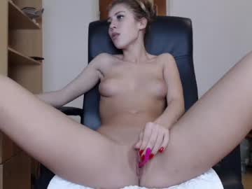 [07-12-18] dolly_doll99 record video with toys