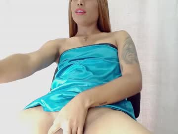 [25-05-21] miss_valerie record video with toys